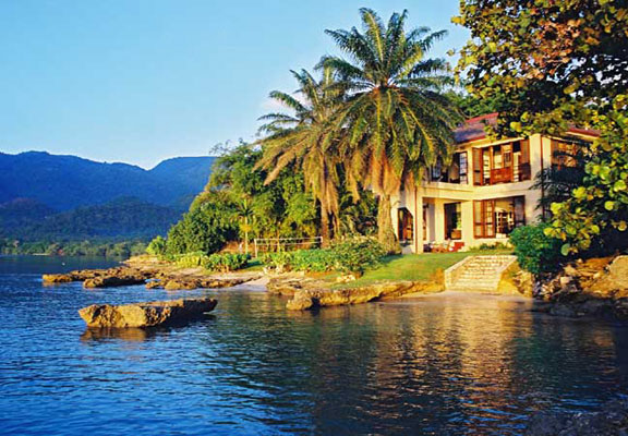 Jamaican villa near beach