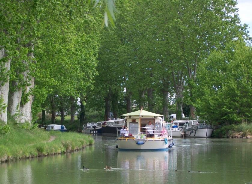 barge trip along Canal du Midi