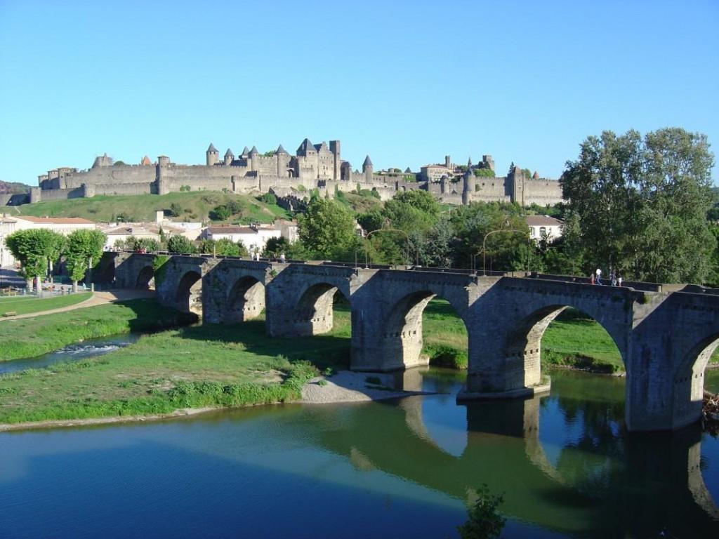 cite de carcassonne across ponte vieux
